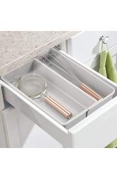 mDesign verstellbarer Schubladeneinsatz – praktischer Besteckkasten mit 2 Fächern für die Küche – rutschfester Schubladentrenner aus BPA-freiem Kunststoff für Schrank und Kommode – hellgrau